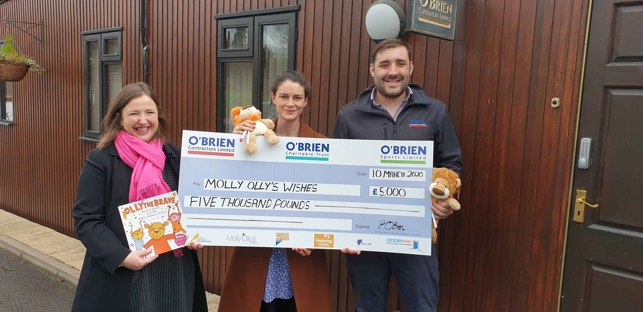 O'Brien Charitable Trust Presents Molly Olly's Wishes with £5,000 Cheque